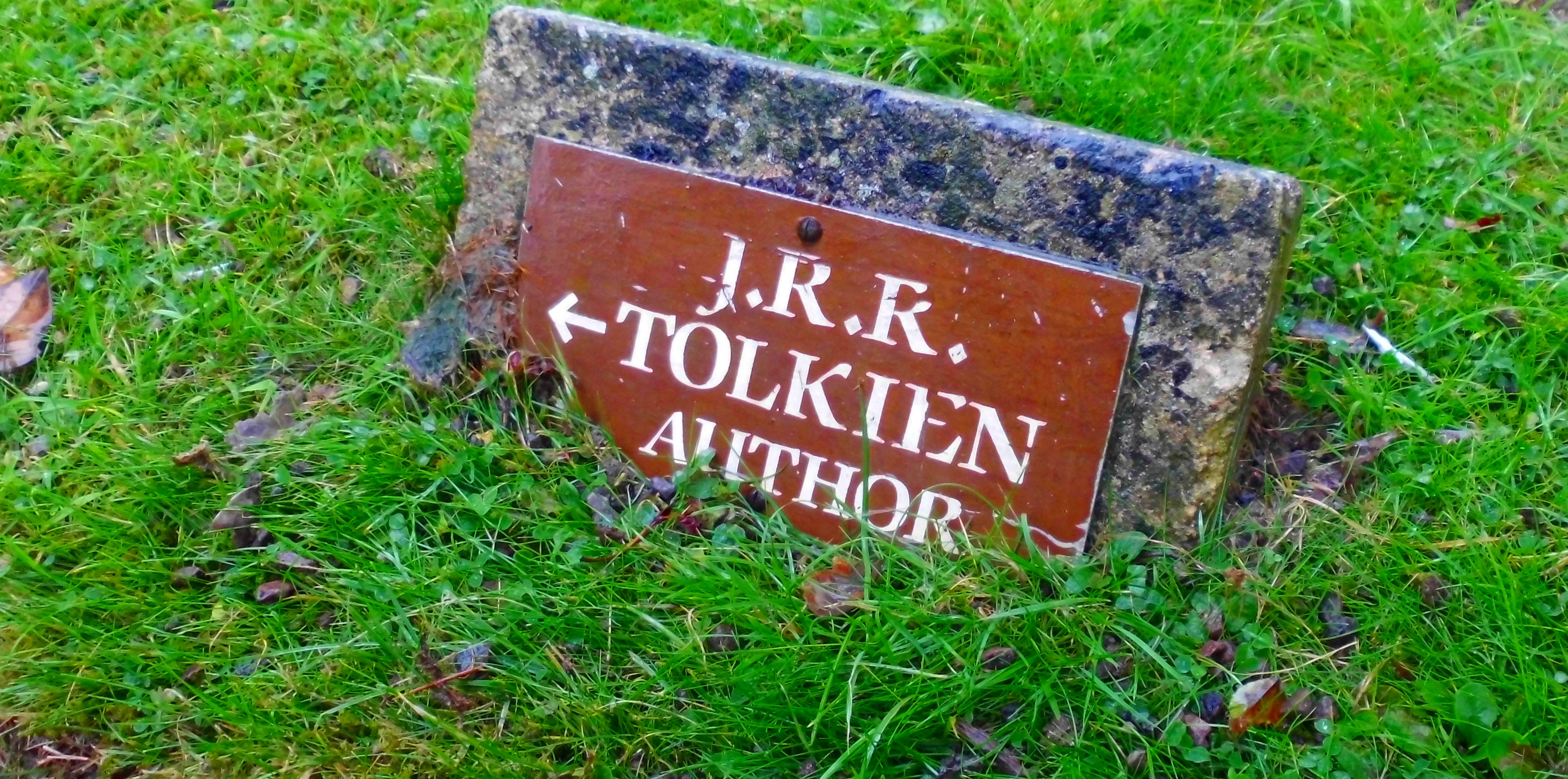 JRRT author sign at Wolvercote cemetary (c) Marcel Aubron-Bülles
