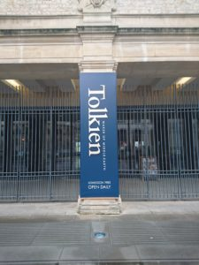 Tolkien: Maker of Middle-earth logo in front of Bodleian Libraries (c) Marcel Aubron-Bülles