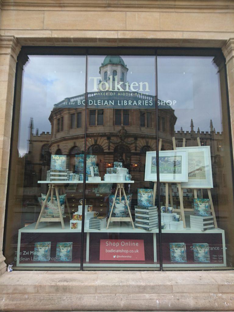 Blackwell's Oxford, Tolkien showcase (c) Marcel Aubron-Bülles