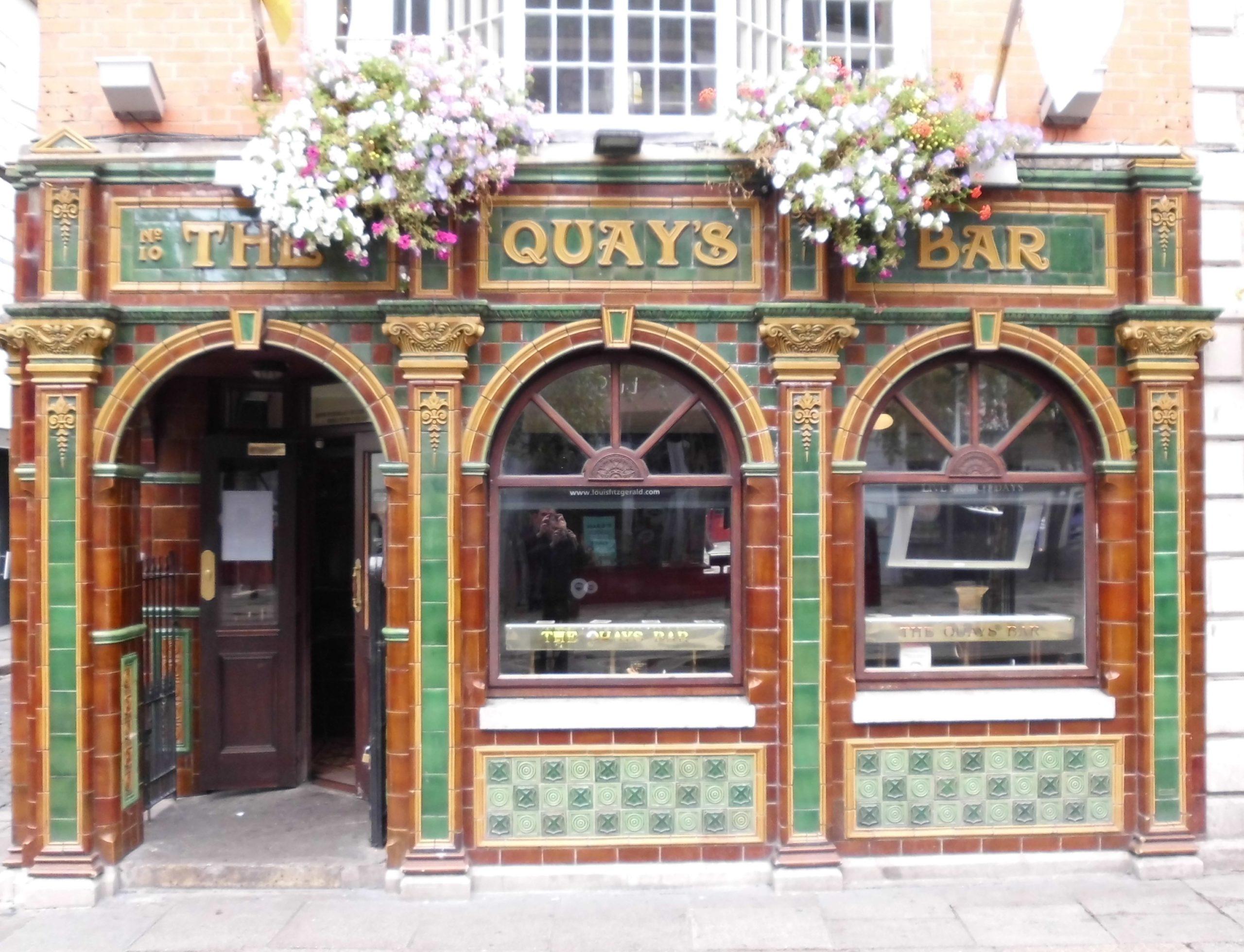 Beautiful bar in Dublin (c) Marcel Aubron-Bülles